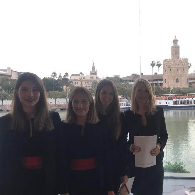 Azafatas en Congreso de Sevilla